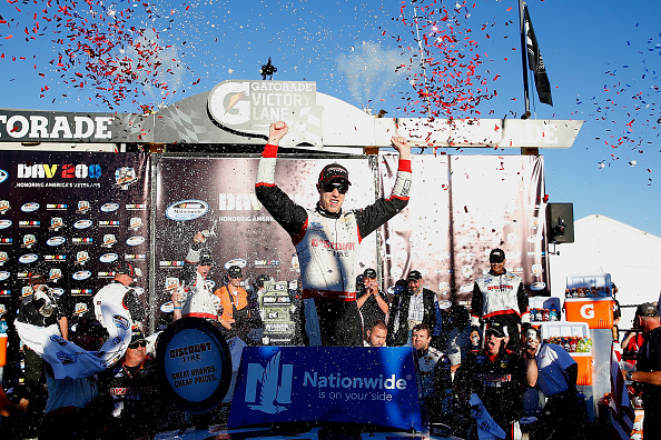 AVONDALE, AZ - NOVEMBER 08: Brad Keselowski, driver of the #22 Discount Tire Ford, celebrates in victory lane after winning the NASCAR Nationwide Series DAV 200 at Phoenix International Raceway on November 8, 2014 in Avondale, Arizona.  (Photo by Tom Pennington/Getty Images)