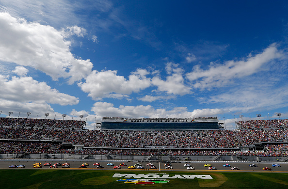 DAYTONA BEACH, FL - FEBRUARY 21: Chase Elliott, driver of the #24 NAPA Auto Parts Chevrolet, leads the field at the start of the NASCAR Sprint Cup Series DAYTONA 500 at Daytona International Speedway on February 21, 2016 in Daytona Beach, Florida. (Photo by Jonathan Ferrey/Getty Images)