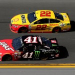 DAYTONA BEACH, FL - FEBRUARY 21: Kurt Busch, driver of the #41 Haas Automation/Monster Energy Chevrolet, races Joey Logano, driver of the #22 Shell Pennzoil Ford, during the NASCAR Sprint Cup Series DAYTONA 500 at Daytona International Speedway on February 21, 2016 in Daytona Beach, Florida.  (Photo by Sean Gardner/Getty Images)