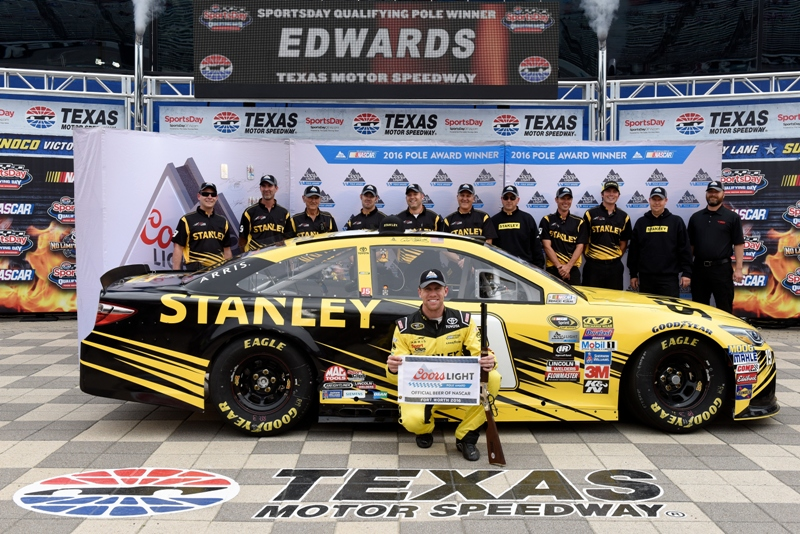 Carl edwards wins pole at texas motor speedway for Starting lineup texas motor speedway