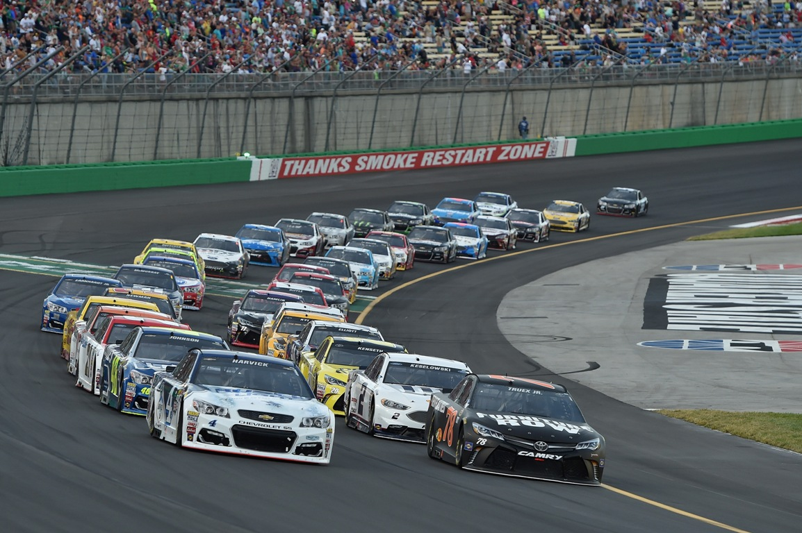 Kevin Harvick, driver of the #4 Busch Light Chevrolet, and Martin Truex Jr., driver of the #78 Furniture Row Toyota, lead the field in a restart during the NASCAR Sprint Cup Series Quaker State 400 at Kentucky Speedway on July 9, 2016 in Sparta, Kentucky. (Getty Images)
