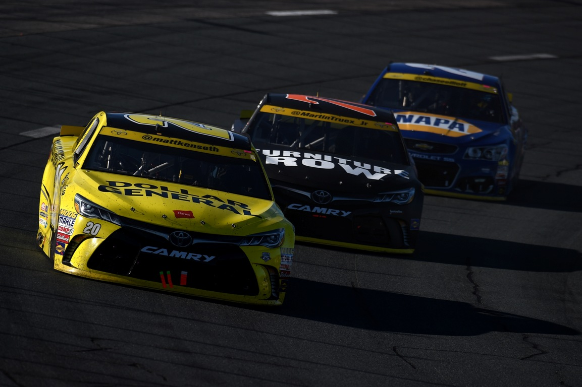 Matt Kenseth, driver of the #20 Dollar General Toyota, leads Martin Truex Jr, driver of the #78 Furniture Row/Denver Mattress Toyota, and Chase Elliott, driver of the #24 NAPA Auto Parts Chevrolet, during the NASCAR Sprint Cup Series Bad Boy Off Road 300 at New Hampshire Motor Speedway on September 25, 2016 in Loudon, New Hampshire (Getty Images)