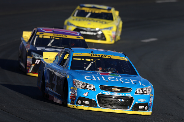 LOUDON, NH - SEPTEMBER 27:  Kevin Harvick, driver of the #4 Ditech Chevrolet, leads a pack of cars during the NASCAR Sprint Cup Series SYLVANIA 300 at New Hampshire Motor Speedway on September 27, 2015 in Loudon, New Hampshire.  (Photo by Vaughn Ridley/Getty Images)