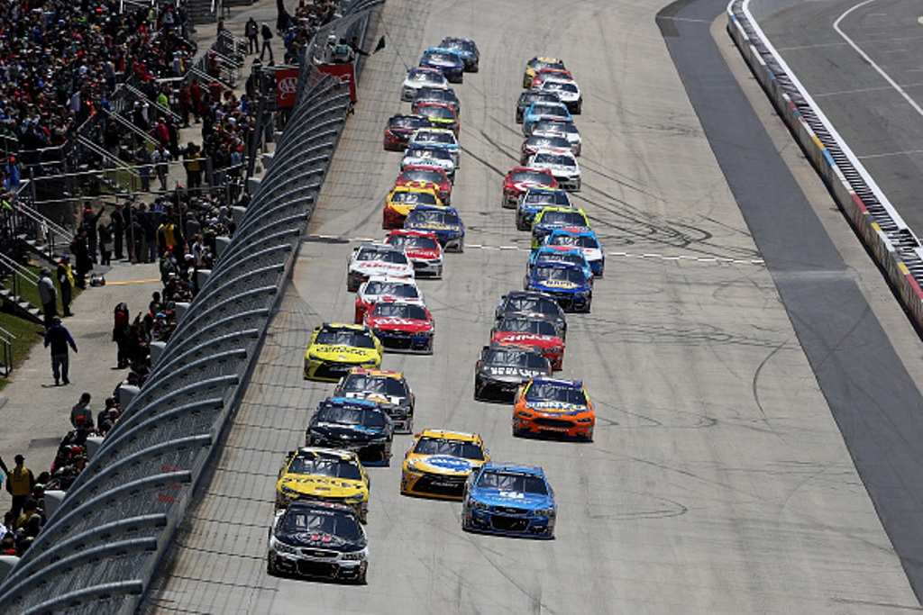 Cars race during the NASCAR Sprint Cup Series AAA 400 Drive for Autism at Dover International Speedway on May 15, 2016 in Dover, Delaware.