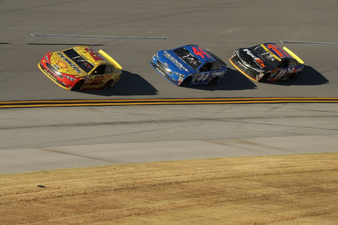 Joey Logano, driver of the #22 Shell Pennzoil Ford, leads Brian Scott, driver of the #44 Goody's Ford, and Denny Hamlin, driver of the #11 FedEx Ground Toyota, during the NASCAR Sprint Cup Series Hellmann's 500 at Talladega Superspeedway on October 23, 2016 in Talladega, Alabama.  (Getty Images)
