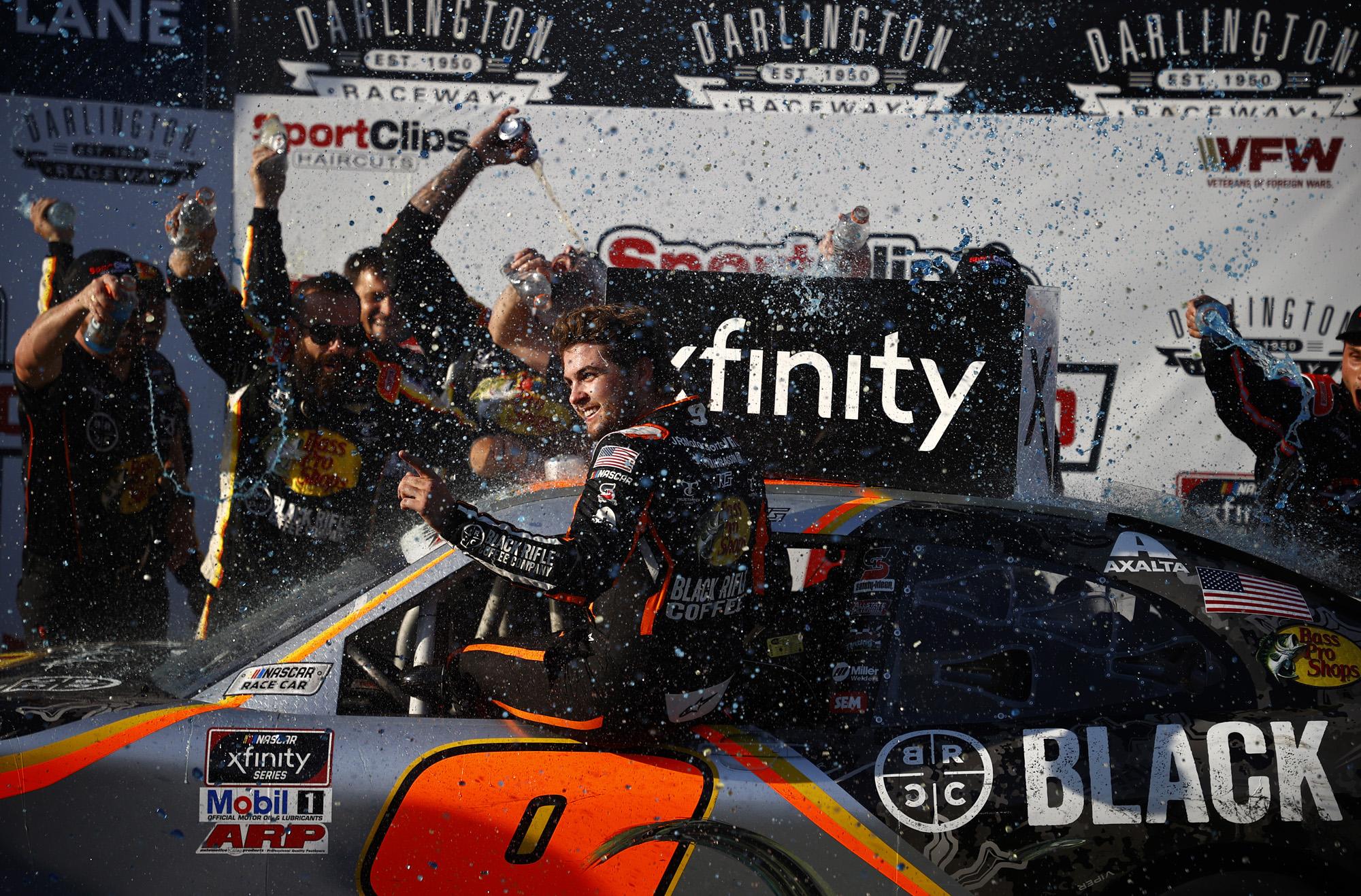 NASCAR Xfinity Series Sport Clips Haircuts VFW Help A Hero 200